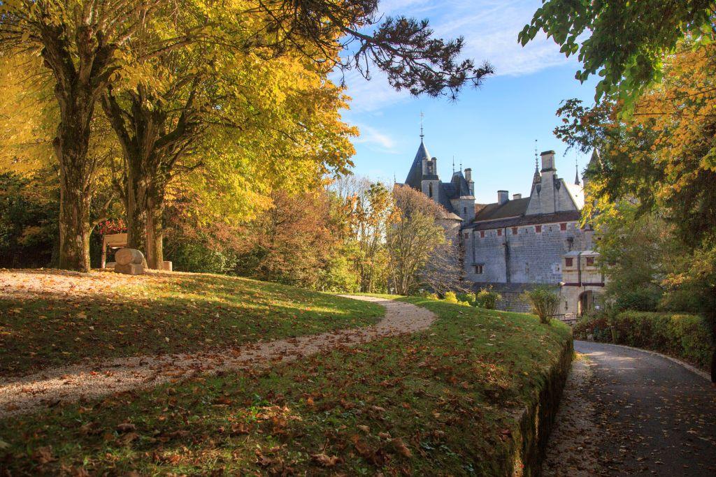 Украинец, инсценировавший свою смерть, купил замок во Франции.Вокруг Света. Украина