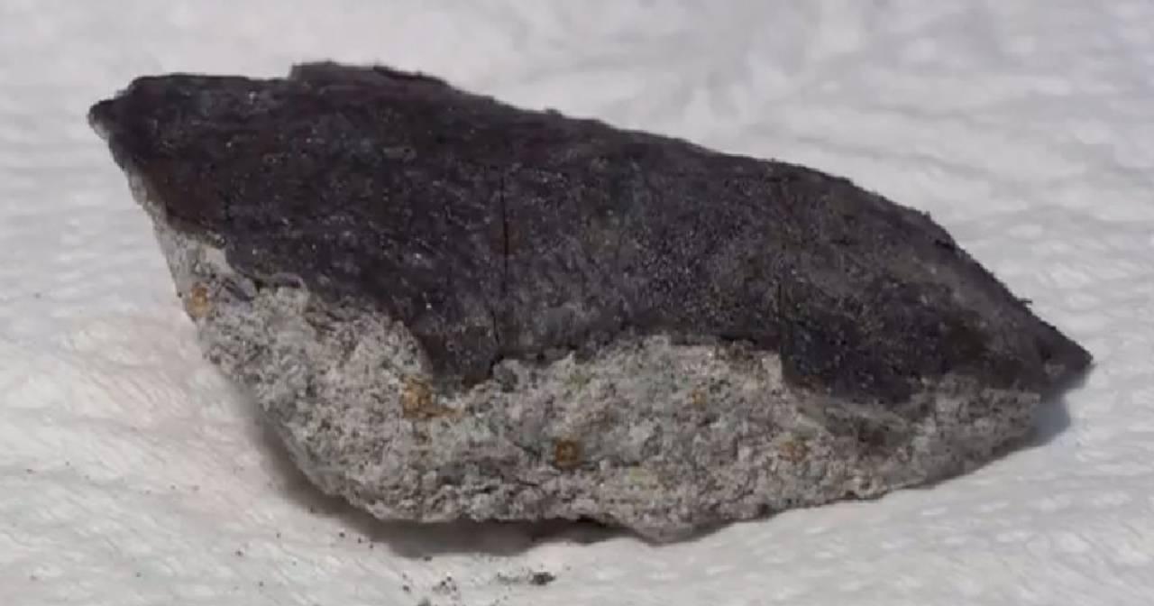 В Японии обломки метеорита упали на крышу дома