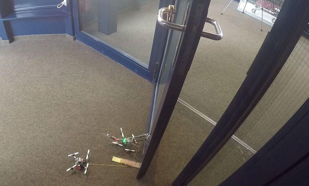 Дроны научились открывать двери