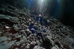 Японский робот-ровер прислал видео с вершины астероида