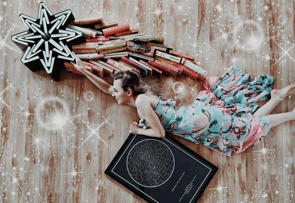 Румынка делает автопортреты с помощью книг