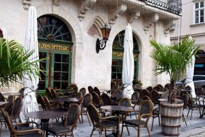 Кто сколько может: более 20 ресторанов Львова на один день уберут ценники