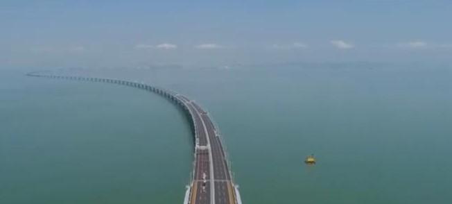 В Китае открыли движение по самому длинному мосту над морем