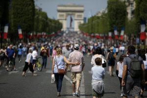 Центр Парижа по выходным станет пешеходным