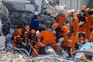 В Индонезии авиадиспетчер погиб, спасая самолет
