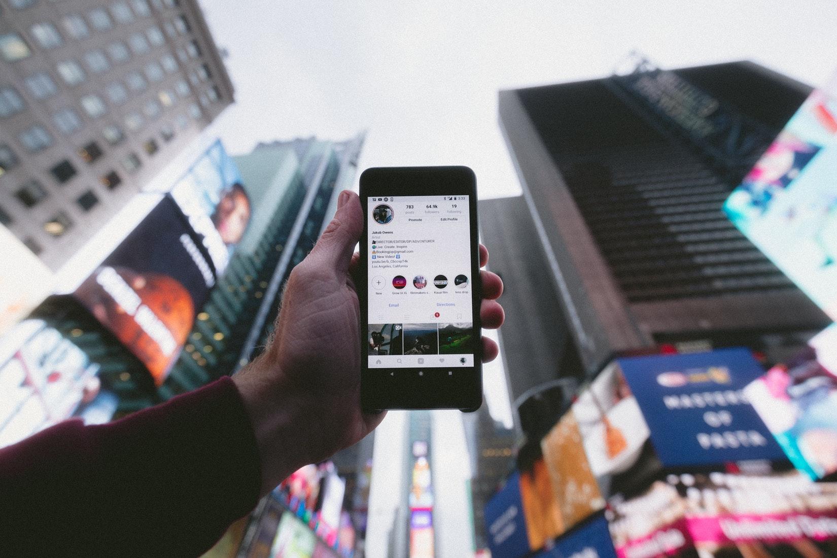 Появилось приложение, позволяющее заказать авиабилеты по фотографии из Instagram