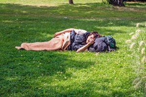 Венгрия запретила спать на улице