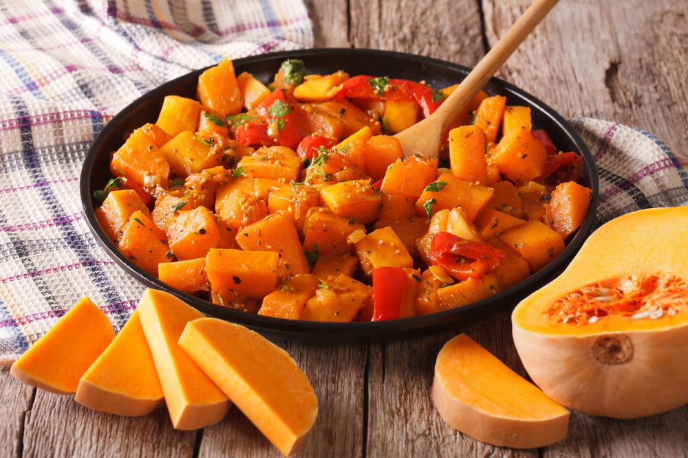 Кухни мира: тыквенный карри с нутом и цукини