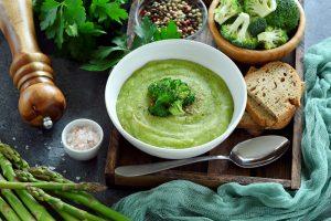 Кухни мира: крем-суп из брокколи и голубого сыра