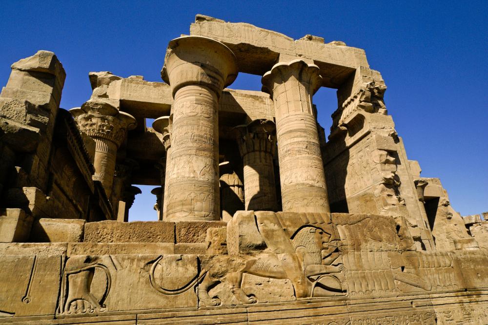 Древний Египет: в Асуане нашли уникальные барельефы с изображением бога-крокодила