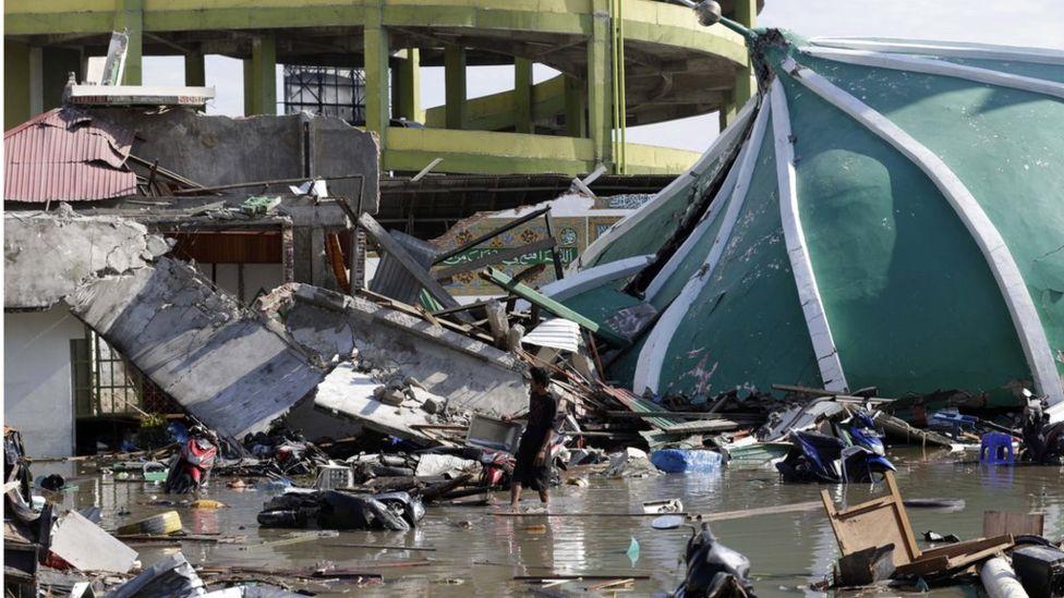 Землетрясение и цунами в Индонезии: более 1200 погибших