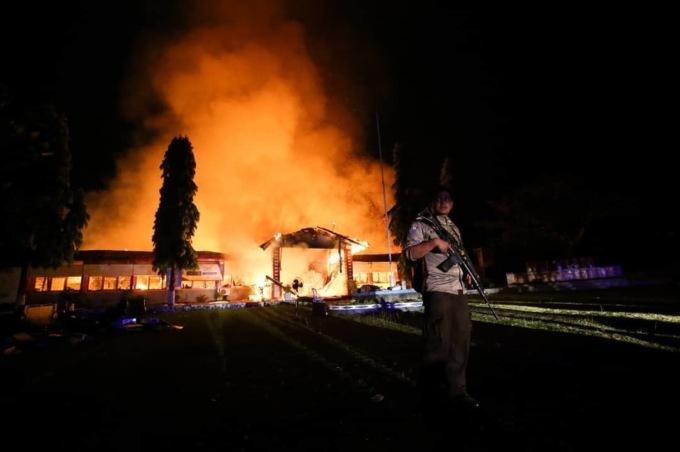 В Индонезии во время землетрясения сбежали  более 1000 заключенных