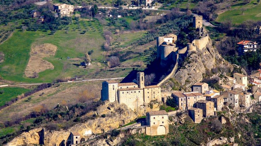 В Италии замок сдают в аренду за $100