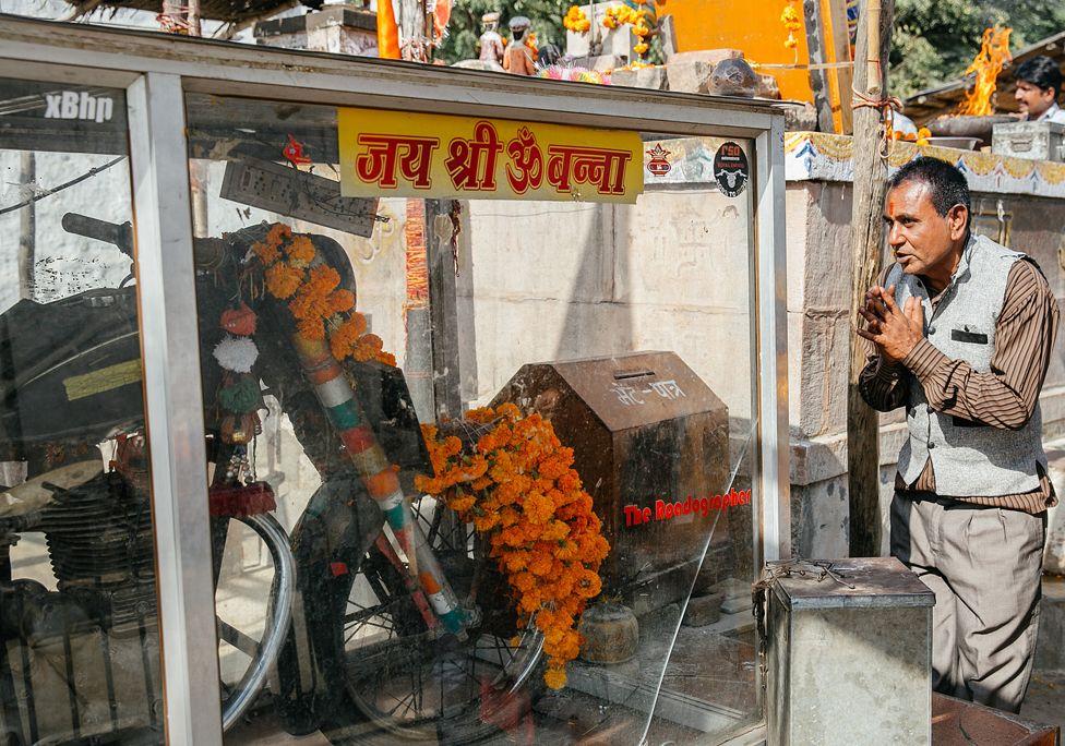 В Индии поклоняются мотоциклу