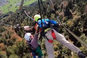 Первый полет туриста на дельтаплане превратился в борьбу за жизнь — видео