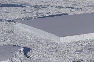 Эксперты NASA выяснили тайну рождения прямоугольного айсберга