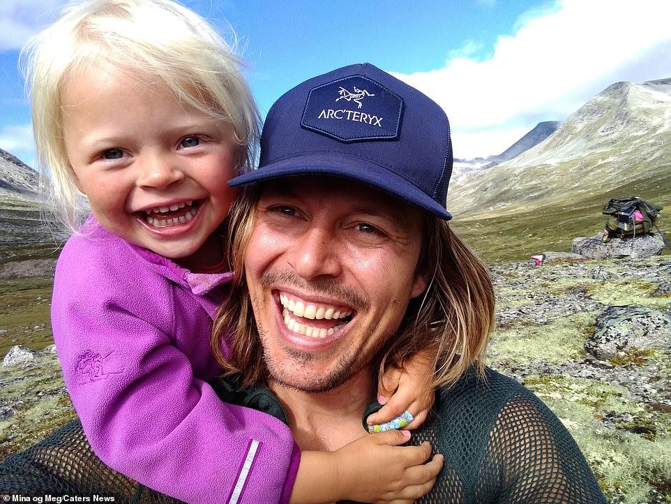 Папина дочка: трехлетняя девочка покоряет норвежские горы вместе с отцом