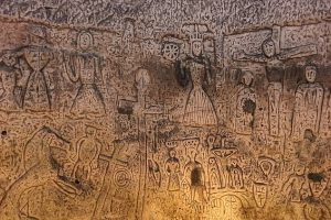 Мистические рельфы тамплиеров в Ройстонской пещере размывает вода