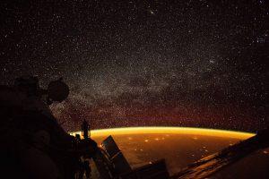 NASA показало странное оранжевое свечение над Землей