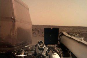 Новый марсоход InSight сделал первое селфи