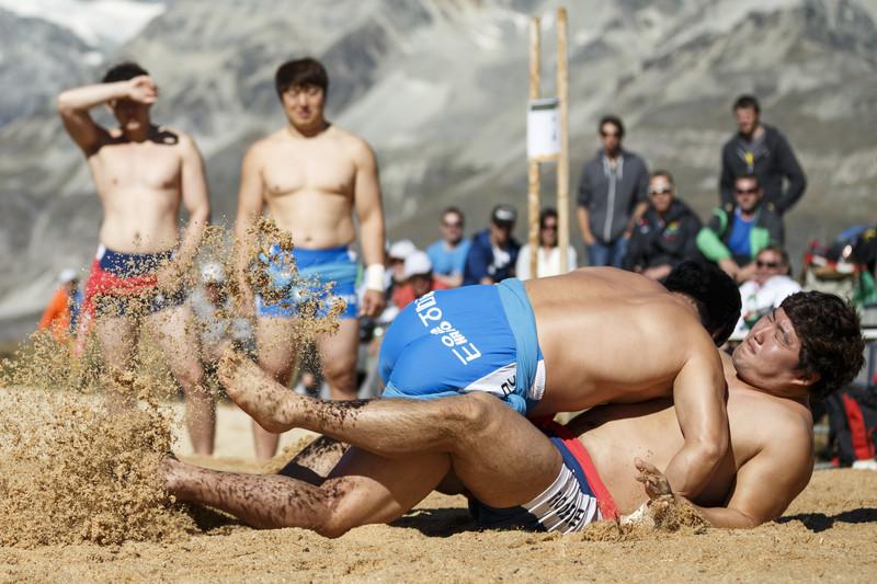 Северная и Южная Корея объединились ради традиционной борьбы ссирым