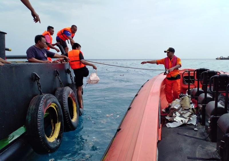Крушение Boeing в Индонезии: погиб дайвер-спасатель