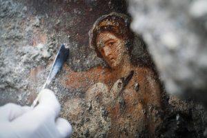 Леда и лебедь: при раскопках в Помпеях нашли уникальную фреску