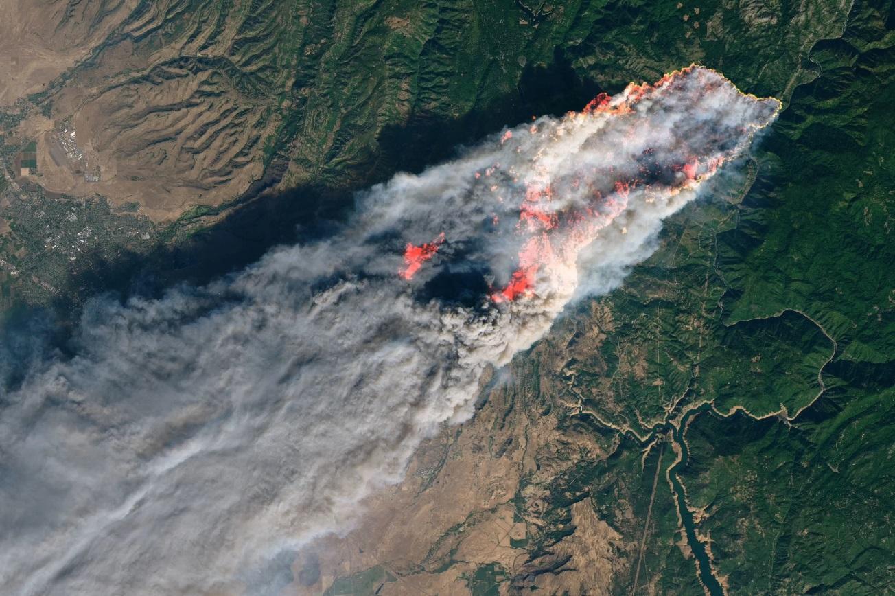 Смертоносный пожар в Калифорнии: взгляд из космоса.Вокруг Света. Украина