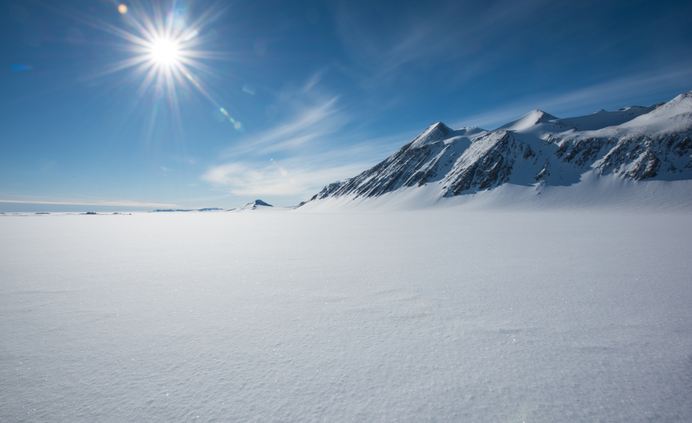 Ученые нашли остатки древних континентов подо льдом Антарктики