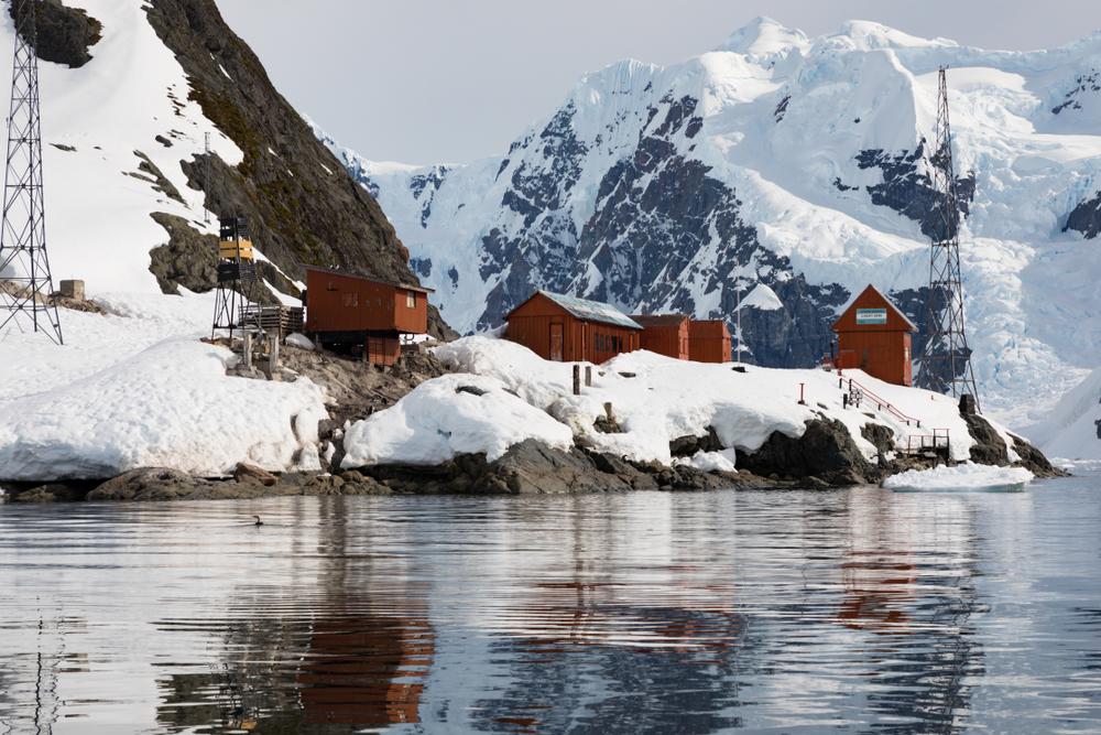 10 невероятных фактов об Антарктиде 10 невероятных фактов об Антарктиде shutterstock 1079293658