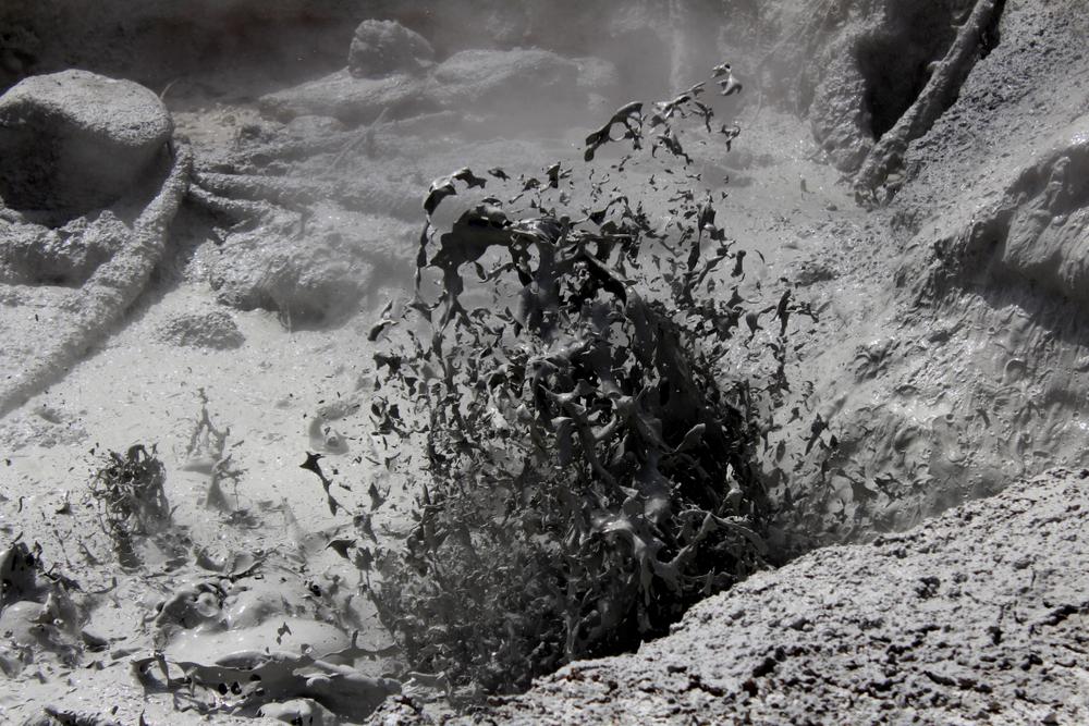 Разлом Сан-Андреас дал о себе знать грязевым гейзером