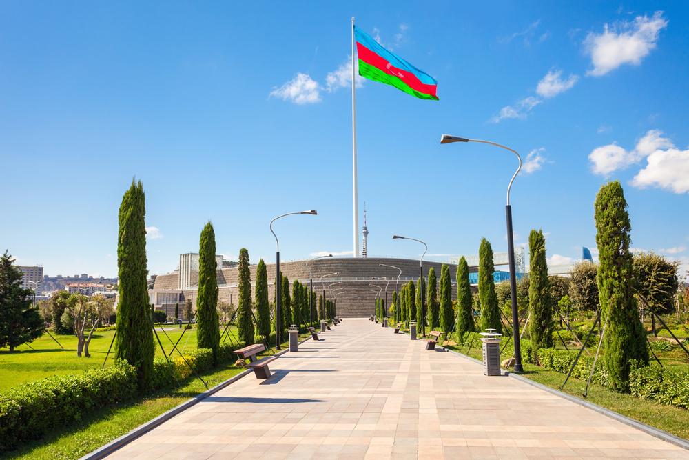 В Баку демонтировали один из самых высоких флагов в мире