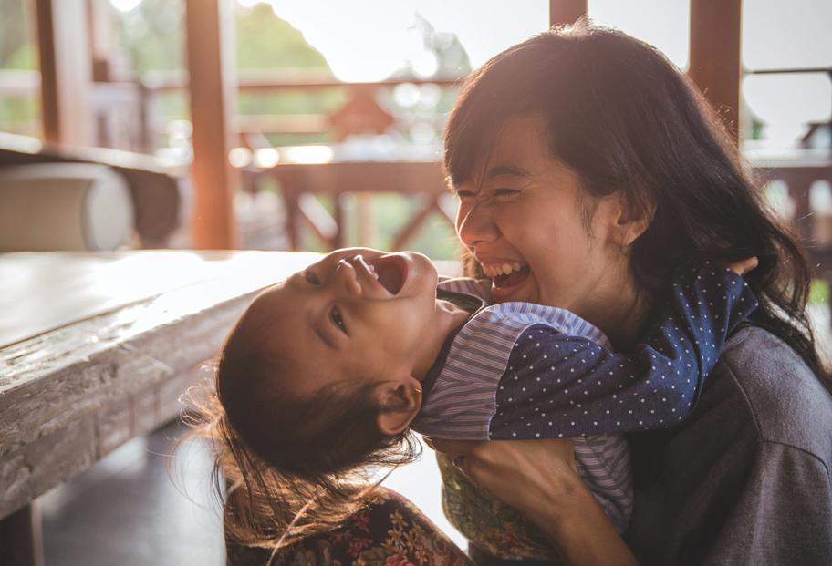Японка наняла дочери фальшивого отца и сама в него влюбилась
