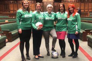 В британском парламенте женщины сыграли в футбол