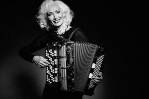 66-летняя аккордеонистка из Украины вошла в рейтинг ВВС