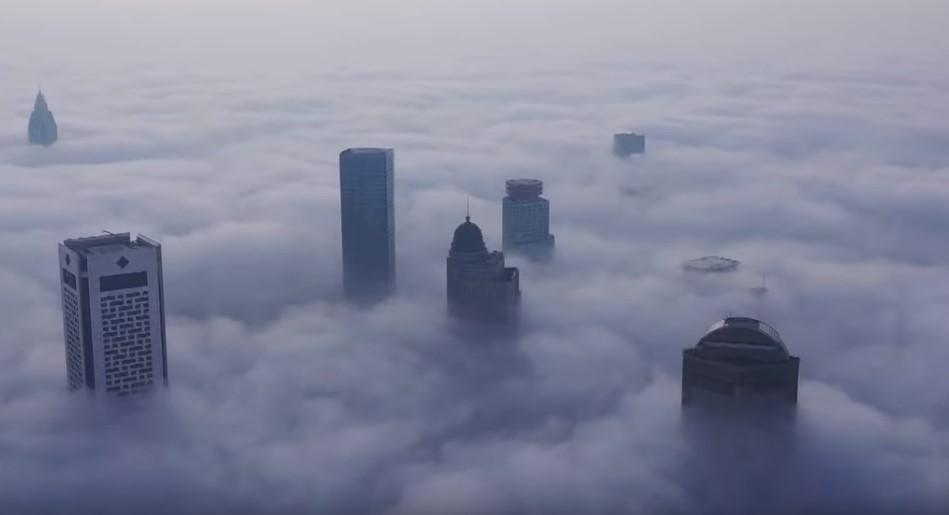 Нанкин полностью утонул в тумане
