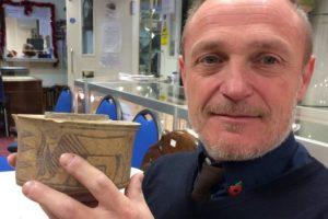 Англичанин нашел в ванной артефакт древней цивилизации