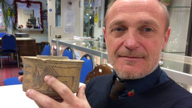 Англичанин нашел в ванной артефакт древней цивилизации.Вокруг Света. Украина