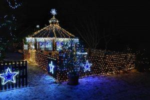 55 тысяч фонариков: чех украсил целую деревню к Рождеству