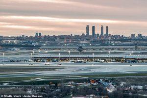 В аэропорту Мадрида бастует охрана: ей слишком холодно