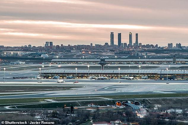 В аэропорту Мадрида бастует охрана: ей слишком холодно.Вокруг Света. Украина