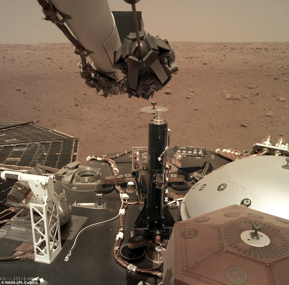 NASA показало, как выглядит InSight с орбиты Марса