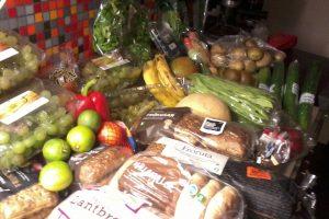 В Сингапуре активисты ищут в мусоре продукты и предметы роскоши