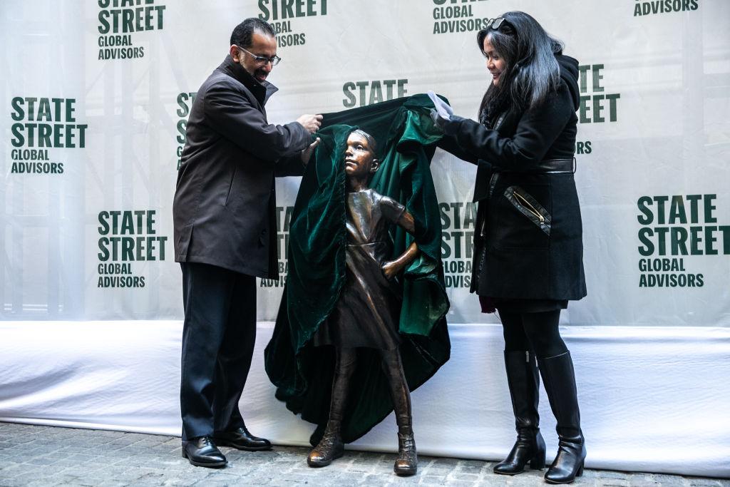 Самую смелую девочку в Нью-Йорке поставили в новом месте