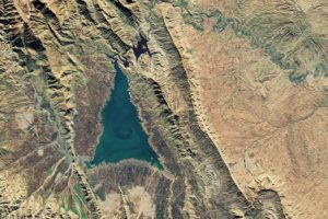Космонавты сняли озеро в виде елки