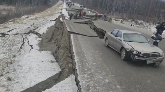 На Аляске произошло мощное землетрясение, есть угроза цунами
