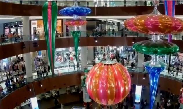 В Дубае сделали самую большую новогоднюю игрушку в мире