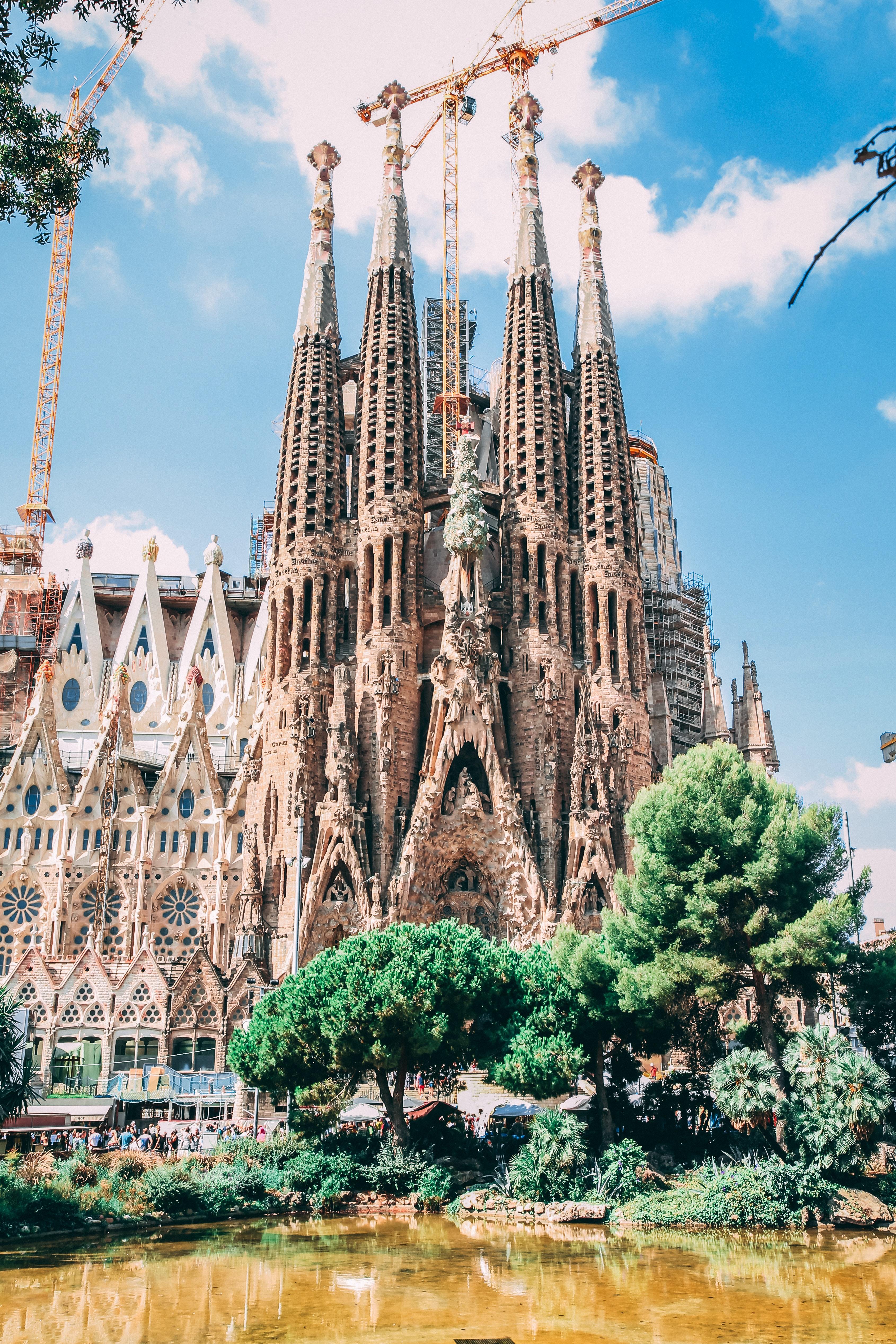 10 самых часто посещаемых достопримечательностей 2018 года 10 самых часто посещаемых достопримечательностей 2018 года architecture barcelona blue sky 819764