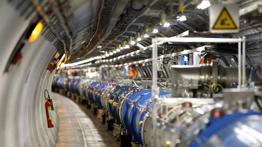 Большой адронный коллайдер остановили на два года.Вокруг Света. Украина