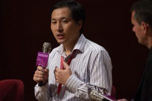 Китайский ученый, создавший генномодифицированных близнецов, бесследно исчез
